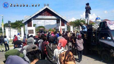 Demonstrasi di Kantor Pemkab Bima, GRBM Sorot Penanganan Corona dan Harga Hasil Pertanian