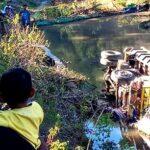 Dump Truck Jatuh di Jurang Desa Talapiti Ambalawi