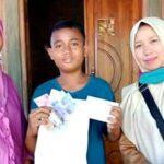 SMPN 4 Bolo Bagikan Uang PIP ke Rumah Siswa