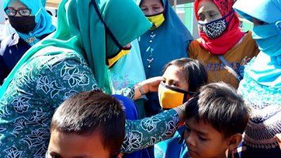 Peduli Generasi Emas Bangsa, PKK Kota Bima Bagikan Masker