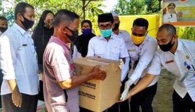 Walikota Bima Serahkan 35 Paket Bantuan Sarana dan Prasarana Kelautan