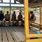 Meski Kantor Desa Disegel, Kades dan Aparatur Pastikan Pelayanan Berjalan