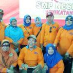 Alumni SMPN 1 Bolo Angkatan1981 Bantu UKM Terdampak Covid-19