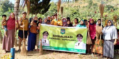 Bersama Warga Rabadompu Barat, DLH Bersihkan Sungai Dam Rontu