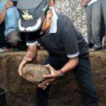 Walikota Bima Letakan Batu Pertama Pembangunan Musholla Lingkungan Kendo