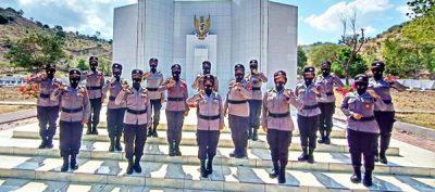 HUT Ke-72, Polwan Polres Bima Kota Ziarah Makam Pahlawan