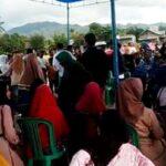 Blusukan di Parado, Umi Eka Disambut Ratusan Emak-Emak