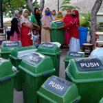 Dispar Terima Bantuan Tong Sampah dari Pertamina untuk Pantai Lawata