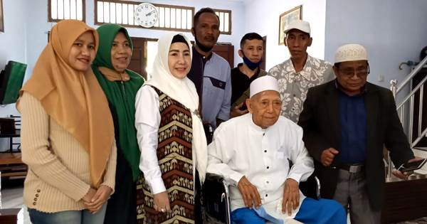 Umi Eka Minta Restu ke Tuan Guru H Muhammad