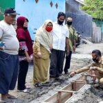 Camat Rasanae Barat Tinjau Pekerjaan Dana Kelurahan