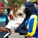 Dukung Wajib Masker, Peserta PKKMB STIE Bima Bagi Masker Gratis