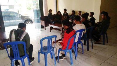 Aksi Tolak UU Cipta Kerja Ricuh, Belasan Mahasiswa Diamankan
