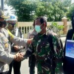 Kapolres Bagikan Masker Gratis untuk Penggunaan Jalan