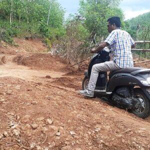 Tanah Longsor, Jalan Lintas Campa - Woro Tertimbun Tanah
