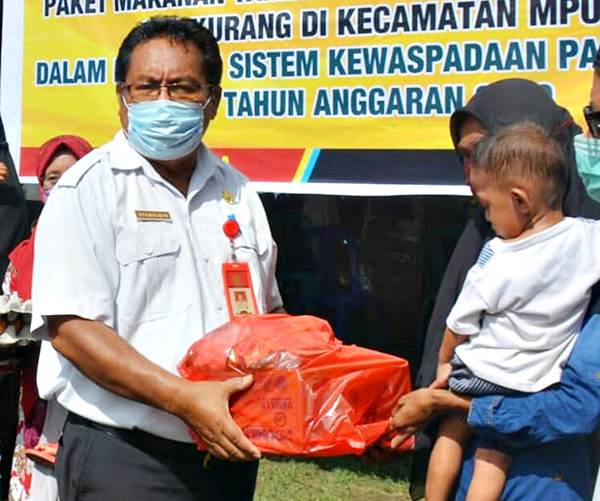 DKP Kota Bima Serahkan Bantuan Makanan Tambahan Anak Gizi Kurang