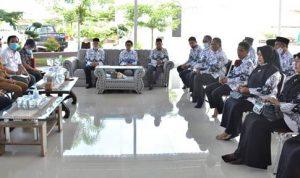 Walikota Bima Audiensi dengan PGRI Kota Bima di Kediamannya