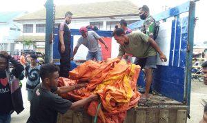 TNI-Polri Amankan Puluhan Jerigen Miras di Pelabuhan Sape