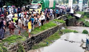 Mandi Hujan, Bocah 4 Tahun di Rasabou Terseret Banjir