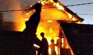 Kebakaran di BTN Tambana, Lantai 2 Rumah Milik Nurwani Ludes