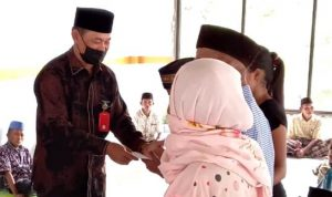Baznas Salurkan Dana ZIS untuk Fakir Miskin dan Honorer