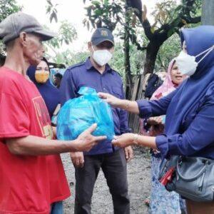 KPU Kota Bima Bantu Korban Banjir di Desa Sie