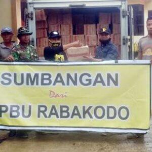 Peduli Korban Banjir, SPBU Rabakodo Bagikan Mie Instan dan Air Mineral