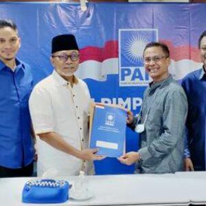 Feri Sofiyan Terima SK Kepengurusan DPD PAN Kota Bima dari Ketum PAN