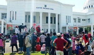 Demontrasi, Warga Kelurahan Rontu Merangsek Masuk Kantor Walikota Bima