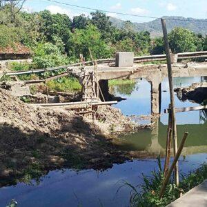 Pekerjaan Jembatan Rabasalo Penatoi Terbengkalai