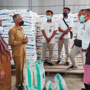Dinsos Kota Bima Puji Beras Bulog untuk PPKM Berkualitas dan Siap Disalurkan