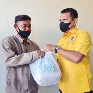 Ketua DPRD Kota Bima Berbagi untuk Warga Terdampak Pandemi