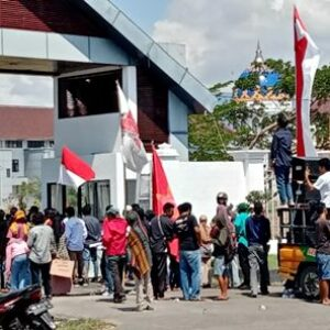 AMRB Aksi di Kantor Bupati Bima, Sorot Penanganan Covid-19 yang Hanya Bagi-Bagi Rente
