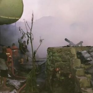 Kebakaran, Rumah Panggung di Sambinae Rata Dengan Tanah