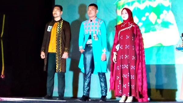 Promosi Tenun Warga, Mahasiswa KKN STIE Gelar Ntobo Fashion Week
