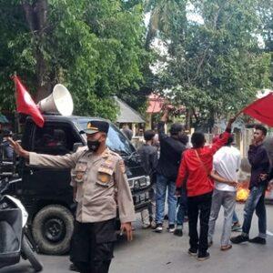 PPMC Demonstrasi, Boikot Jalan di Desa Cenggu