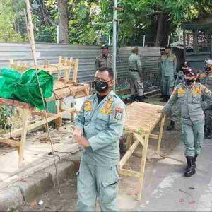 Pol PP Kota Bima Tertibkan PKL di Atas Trotoar