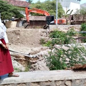 Imbas Terbengkalainya Pembangunan Jembatan Rabasalo, Pedagang Merugi
