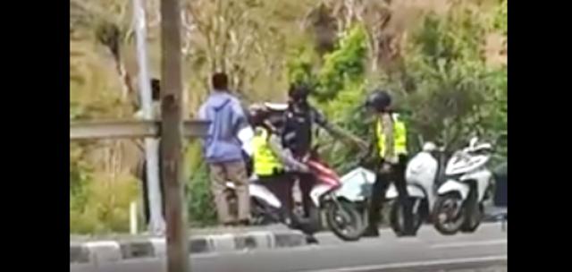 Beredar Video Oknum Polisi di Bima Aniaya Pengendara Saat Razia