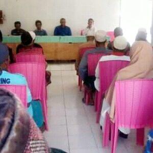 Datangi Kantor Desa, Warga Sangiang Desak Sekdes Dipecat
