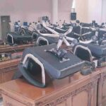 Puluhan Kursi Dewan Disimpan di Atas Meja, Para Wakil Rakyat dan Sekwan Bungkam