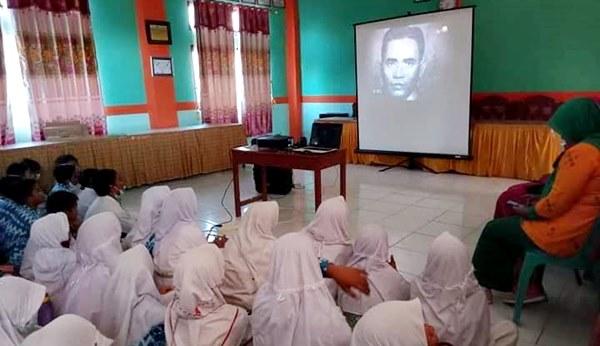 Peringati Hari Kesaktian Pancasila, Siswa-Siswi SDN 29 Kota Bima Nonton Bareng Film G30S/PKI